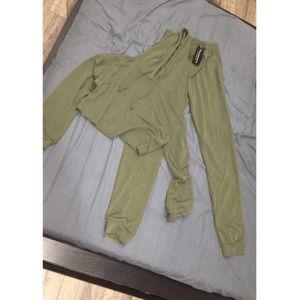Green matching set